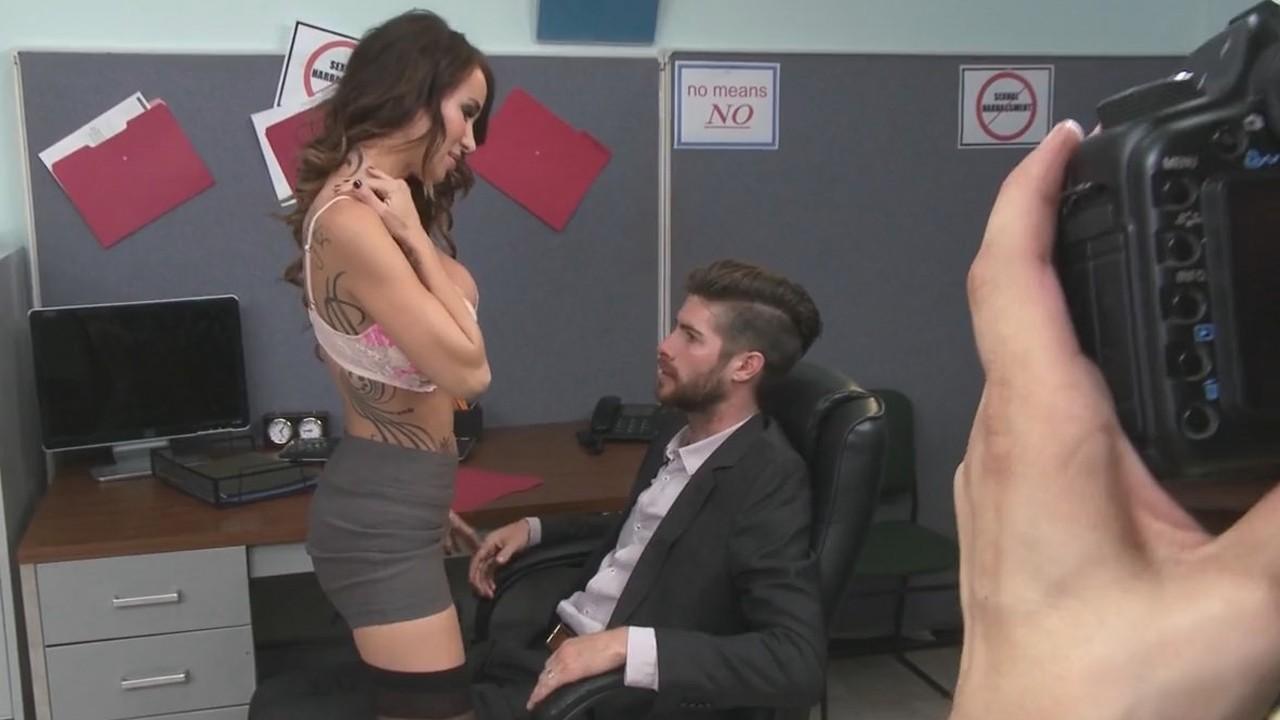 porno-roliki-eblya-v-ofise