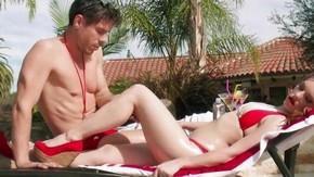 2 девушек развели у бассейна порно