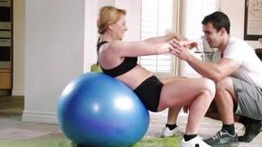 Зрелые телочки на фитнесе в душе секс видео