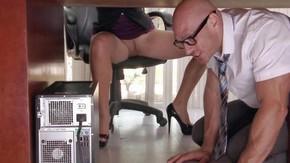 Секс в офисе женщина с женщиной видео
