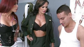 Жена подсматривает как муж ебет любовницу, секс видео горячий секс с горничной